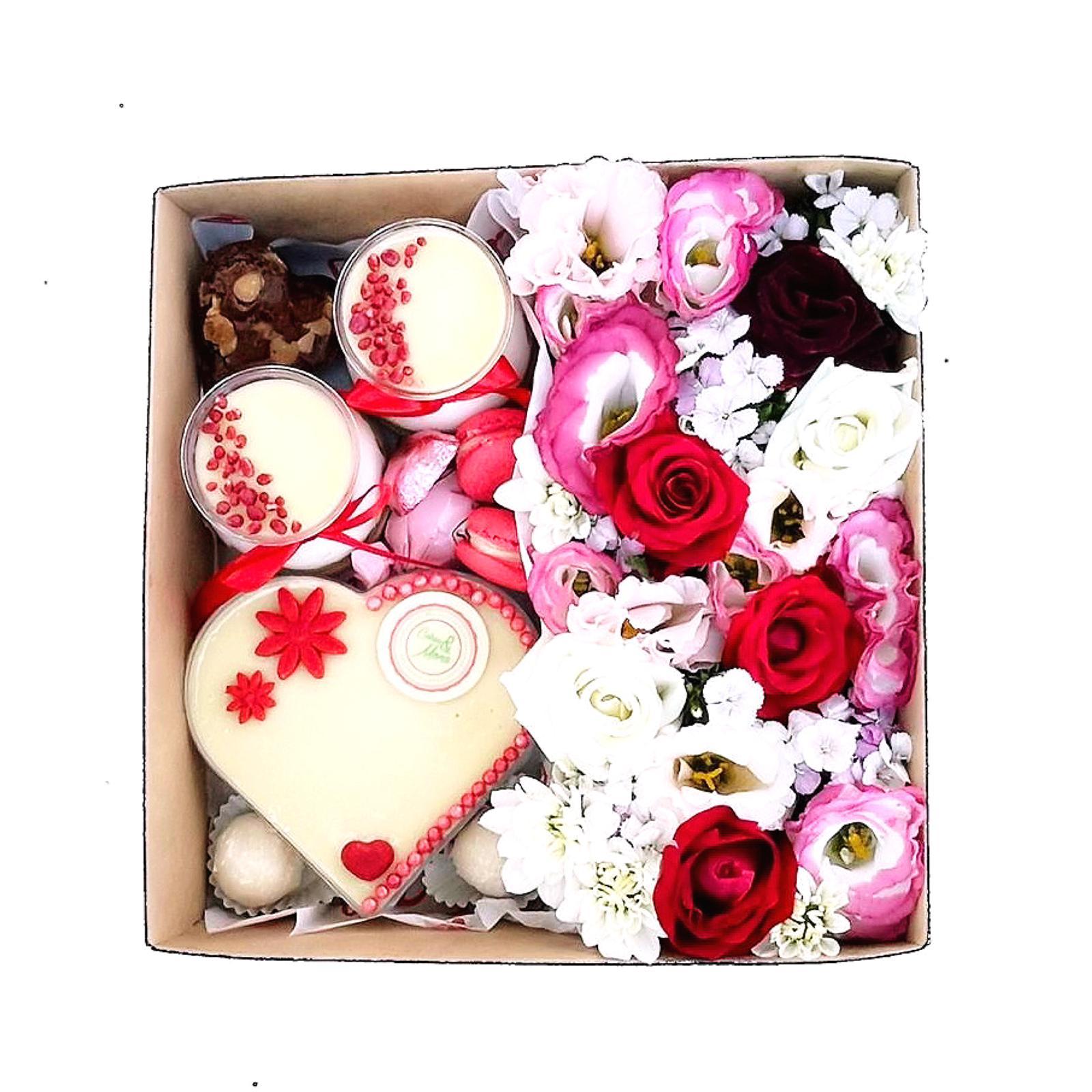 מארז פרחים וקינוחים